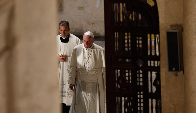POPE FRANCIS ARRIVES FOR VESPERS WITH PRIESTS, RELIGIOUS AND SEMINARIANS AT THE CATHEDRAL IN HAVANA SEPT. 20. (CNS PHOTO/PAUL HARING)