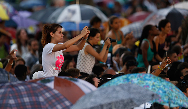 PEOPLE TAKE PHOTOS OF POPE FRANCIS DURING HIS MEETING WITH YOUTHS AT THE FATHER FELIX VARELA CULTURAL CENTER IN HAVANA SEPT. 20. (CNS PHOTO/PAUL HARING)